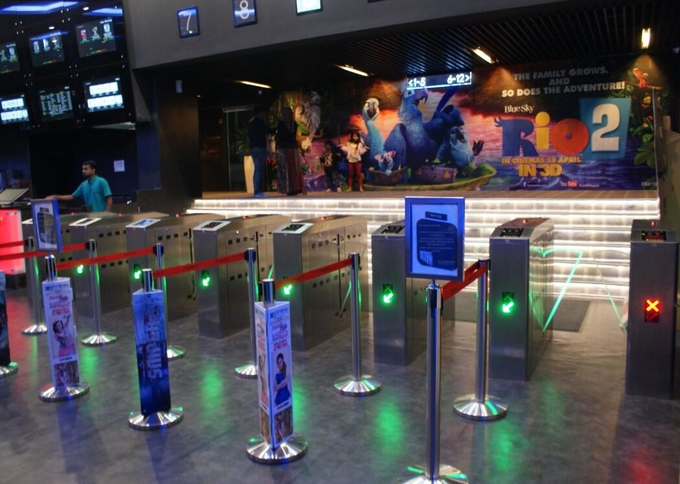 Intelligent Flap Barrier Integrated With 304 Stainless Steel Used In Cinema